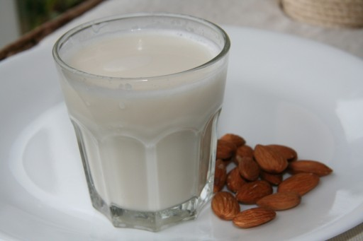 homemade-almond-milk